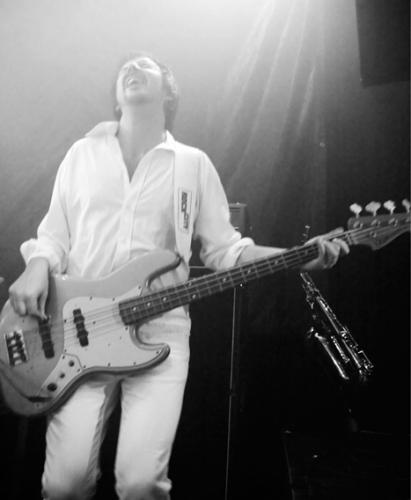 Ejner-bassist-i-Hits