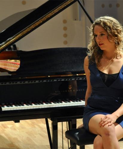 Kamilla-piano-musik-bryllup-flygel