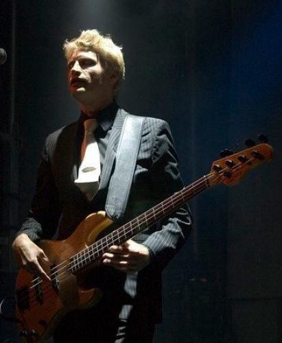 bassist_hvid_3507